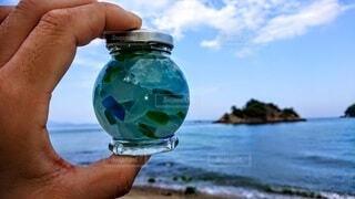 自然,風景,海,空,屋外,雲,水面,海岸,ガラス,手持ち,人物,ボトル,手元