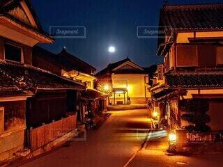 夜の街の通りの写真・画像素材[3745475]