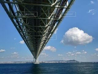 明石海峡大橋と大きな雲の写真・画像素材[3812062]