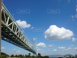 大きな雲と明石大橋の写真・画像素材[3812057]