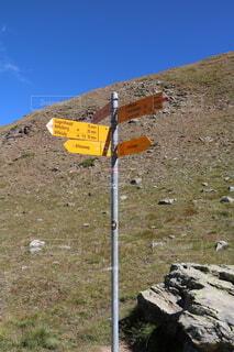 スイスの山ハイキング看板の写真・画像素材[3629088]