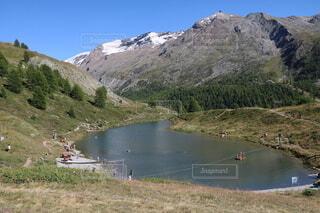 スイスツェルマット湖で遊ぶ人々の写真・画像素材[3629101]