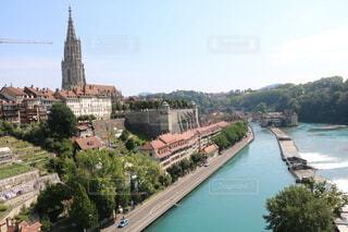 ベルンを背景にした大きな川の写真・画像素材[3629127]