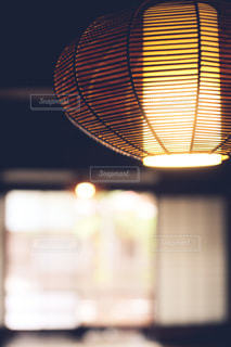 和室によく似合うランプの写真・画像素材[3606076]