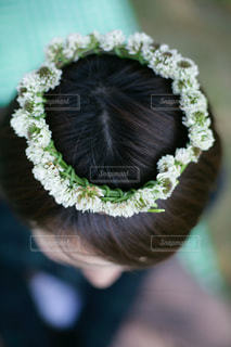 シロツメクサの花冠のイメージショットの写真・画像素材[3606089]