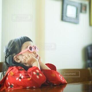 着物でサングラスの写真・画像素材[4014318]