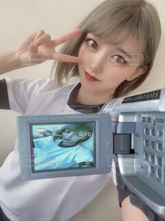 ビデオカメラで撮影される体操着の成人女性の写真・画像素材[3888147]