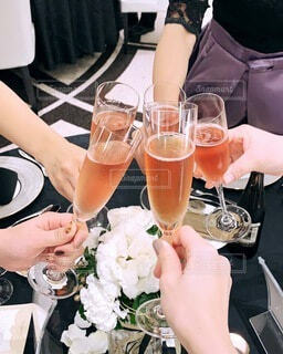 お酒,結婚式,手持ち,人物,人,ワイン,お祝い,ポートレート,乾杯,ドリンク,ライフスタイル,手元,ソフトド リンク
