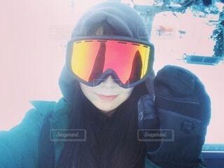 女性,自然,空,冬,雪,山,女,人,スキー,ゴーグル,寒い,運動,スノボ,ゲレンデ,スキー場,スノーボード,斜面,板,ウィンタースポーツ,ウインタースポーツ,滑る,スポーツ用品,リフトで山頂へ