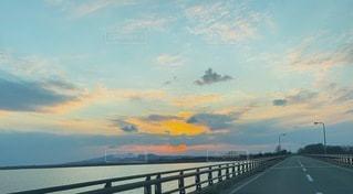水の体に架かる橋の写真・画像素材[3636279]