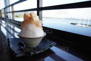 桃のかき氷の写真・画像素材[3612448]