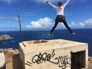 ハワイのピルボックスで爽快ジャンプの写真・画像素材[4153609]
