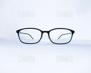 正面から見た眼鏡の写真・画像素材[3726162]