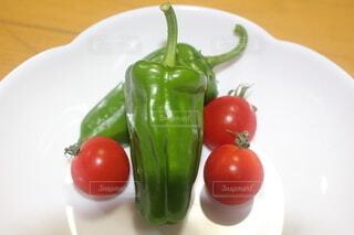 食べ物,果物,トマト,野菜,皿,食品,食材,赤ピーマン,フレッシュ,ベジタブル,チェリートマト,自然食品,プラムトマト