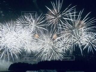 空の花火の写真・画像素材[3632531]