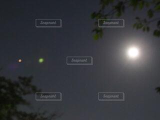 月の左側には金星かな?の写真・画像素材[3740327]