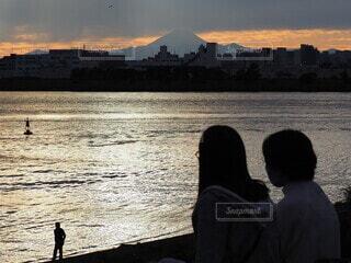 富士山を映す夕暮れの写真・画像素材[3797680]