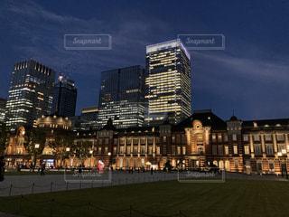 丸の内側から眺める東京の夜景の写真・画像素材[3637989]