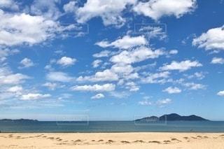 砂浜の雲の群れの写真・画像素材[3636999]