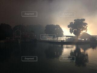 最終花火の煙に包まれての写真・画像素材[3726849]