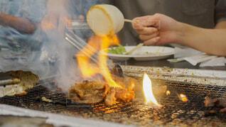 食べ物,手持ち,人物,炎,火,料理,ポートレート,バーベキュー,マシュマロ,ライフスタイル,手元