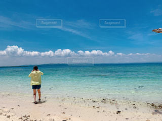 海,エメラルド,ビーチ,晴天,後ろ姿,青い海,バカンス,cebu,セブ島,インスタ映え,philippine