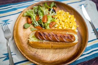 食べ物,パン,テーブル,野菜,皿,料理,おいしい,ソーセージ,ホットドッグ,主食,ジョンソンヴィル