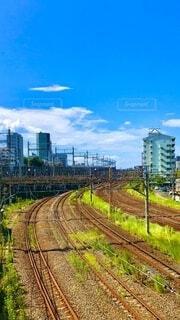 線路とビルと青空の写真・画像素材[3663922]