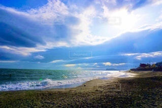 海の隣のビーチの眺めの写真・画像素材[3689737]