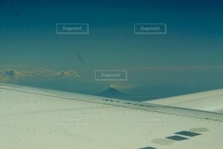 飛行機からの山の写真・画像素材[3691007]