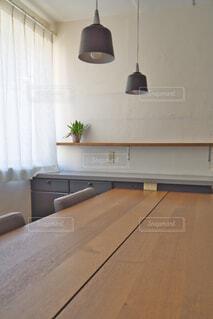 自然光の当たる食卓の写真・画像素材[3661311]