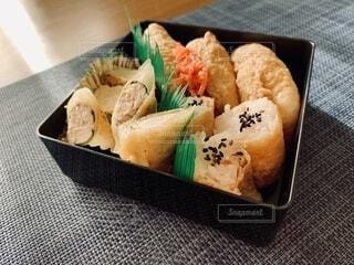 お稲荷さん弁当の写真・画像素材[3672381]
