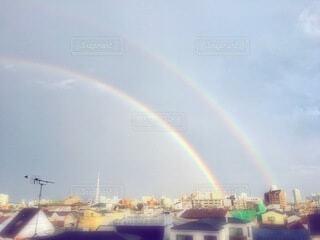 都市の上に虹の写真・画像素材[3683221]