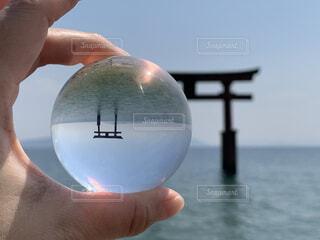 空,屋外,鳥居,水面,手持ち,琵琶湖,手元,レンズボール