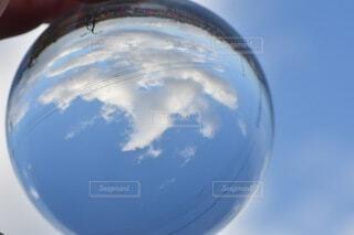 空,屋外,雲,青い空,手持ち,ポートレート,手元,レンズボール