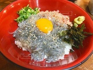 生しらす丼の写真・画像素材[3670448]