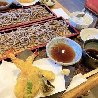 食べ物でいっぱいのテーブルの写真・画像素材[3688884]