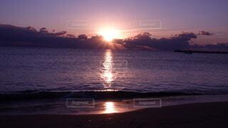 風景,海,朝日,綺麗,幻想的,船,水面,海岸,夜明け,正月,お正月,日の出,新年,初日の出,綺麗な空,天使の羽