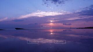 風景,海,朝日,綺麗,幻想的,船,水面,海岸,夜明け,正月,お正月,リフレクション,日の出,新年,初日の出,綺麗な空