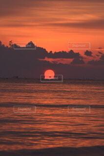風景,海,朝日,綺麗,幻想的,船,水面,海岸,夜明け,正月,お正月,日の出,新年,初日の出,綺麗な空,だるま日の出