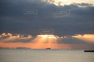 風景,海,朝日,綺麗,幻想的,船,水面,海岸,夜明け,正月,お正月,日の出,新年,初日の出,綺麗な空