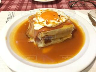 目玉焼き,チーズ,ポルトガル,ソーセージ,サンド,豚肉,ポルト,ポークサンド,フランセジーニャ,Pizzaria Dom Gancho