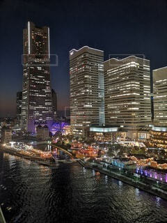ビル夜景の写真・画像素材[3656951]