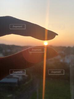 夕日,太陽,手持ち,人物,ポートレート,宝石,ライフスタイル,手元,摘む
