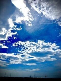 青い空の雲の群の写真・画像素材[3707781]
