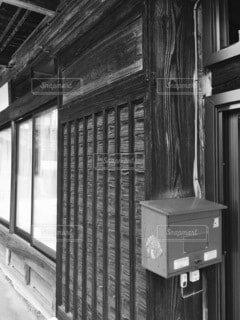 窓の隣にある建物の写真・画像素材[4791095]