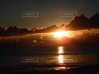 海,朝日,ビーチ,雲,水面,海岸,正月,お正月,日の出,新年,初日の出
