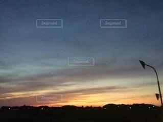 都市に沈む夕日の写真・画像素材[3677847]