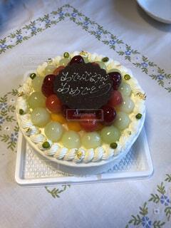 皿の上のケーキのスライスの写真・画像素材[3709189]