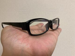アクセサリー,屋内,手,眼鏡,手持ち,人物,ポートレート,ライフスタイル,手元,メガネ